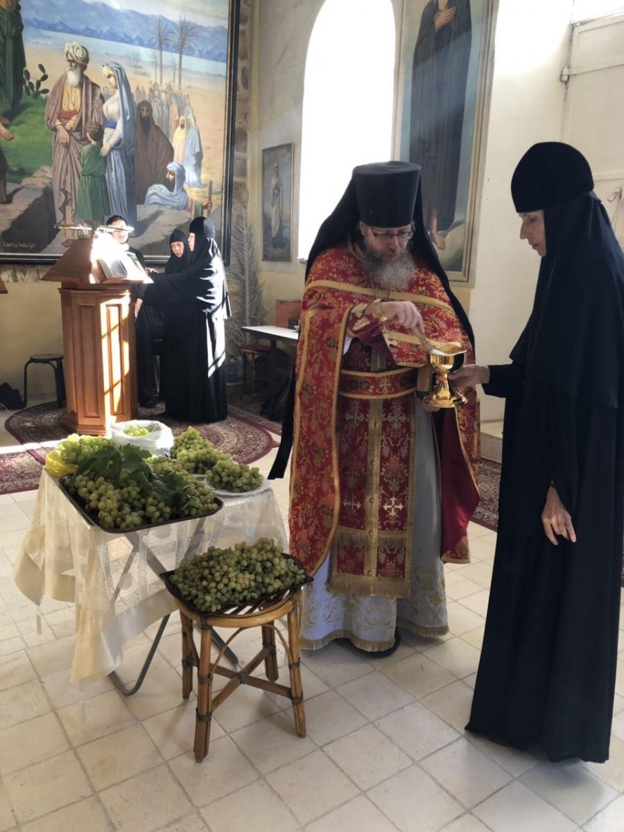 Память пророка Елисея. Освящение начатков плодов.