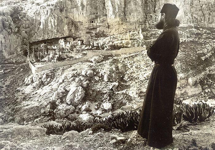 Монах Александр у лавры святого Харитона Исповедника
